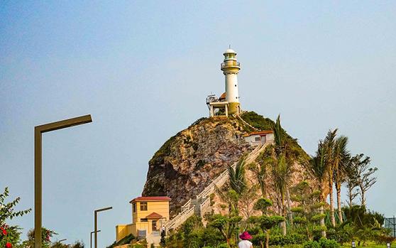 组图   海南东方市鱼鳞洲灯塔整治 让游客安全旅游